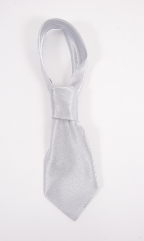 Kravata bílá